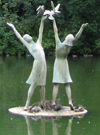 The 'Women & Doves' fountain