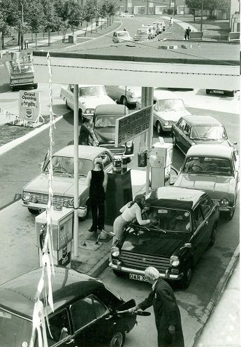 The opening of the Chevron Garage on Cuttys Lane in 1970