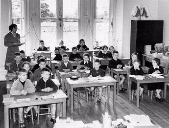 A classroom at the Polish School in Shephalbury in 1954.
